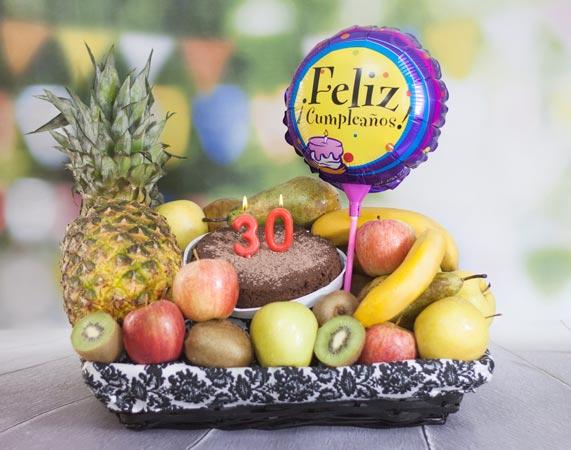 Cesta de frutas de cumpleaños