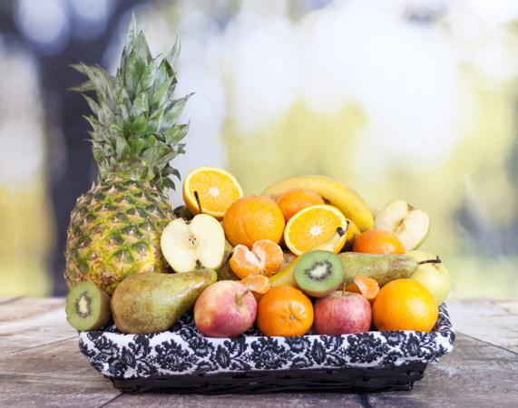 Cesta de fruta mediterránea