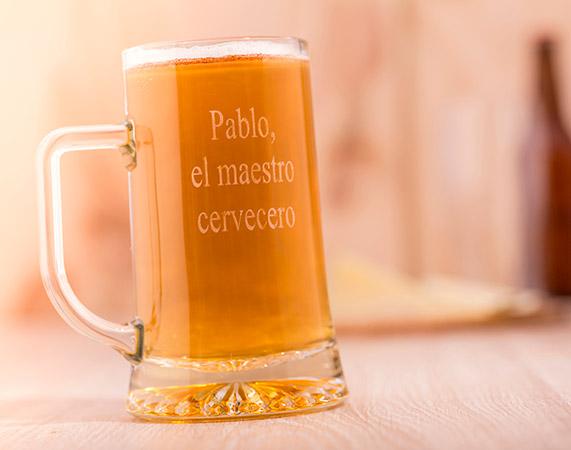 jarra de cerveza grabada con texto