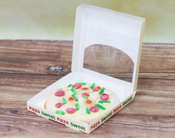 Pizza de chuchería con caja